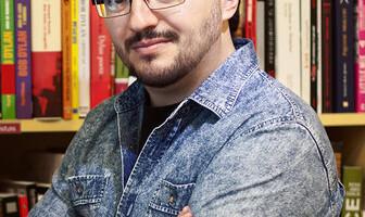 rsz_en_la_librería_el_argonauta_presentando_el_libro_sobre_aerosmith_por_áfrica_paredes